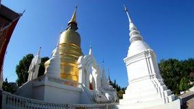 Suan doku świątynna piękna świątynia w chiangmai, Tajlandia kąta szeroki obiektyw zbiory