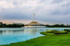 Suan Luang Rama IX公园暮色亭子地标  免版税图库摄影