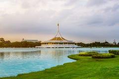 Suan Luang Rama IX公园暮色亭子地标  免版税库存照片