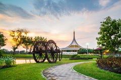 Suan Luang Rama IX公园,曼谷暮色亭子地标  免版税库存图片