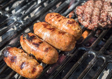 Suasages auf dem BBQ Lizenzfreies Stockfoto