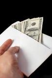 Subôrno em um envelope e em uma mão imagens de stock royalty free