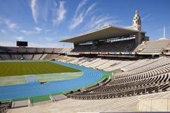Suba sobre tribunas vacías en Barcelona el estadio Olímpico el 10 de mayo de 2010 en Barcelona, España Imágenes de archivo libres de regalías