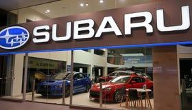 Subaru在富比世街上的汽车经销权 库存照片