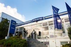 Subaru在经销权大厦的公司商标 库存照片