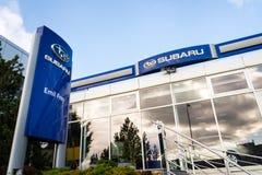 Subaru在经销权大厦的公司商标 免版税库存图片