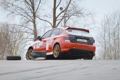 Subaru Impreza,赛跑在Chayka马达竞赛线路,天种族, Kyiv乌克兰, 09的日本跑车 04 2016年,社论照片 免版税库存照片