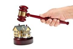 Subasta de las propiedades inmobiliarias imagenes de archivo