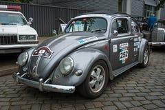 Subcompact, coche Volkswagen Beetle de la economía en colorear de los deportes imagen de archivo libre de regalías
