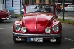 Subcompact, descapotable de Volkswagen Beetle del coche de la economía fotografía de archivo libre de regalías