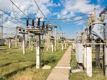 Subestação de alta tensão elétrica Imagens de Stock