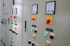 Subestação elétrica do armário de controle em uma planta de tratamento da água imagem de stock royalty free