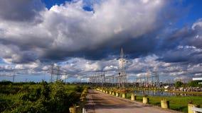 Subestação elétrica elétrica, apoio de alta tensão Imagem de Stock Royalty Free