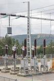 Subestación de Electric Power con el interruptor del circuito, reguladores y fotos de archivo libres de regalías