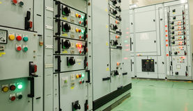 Subestación de la energía eléctrica en central eléctrica fotografía de archivo