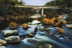 Subida de la presa del puente del río del SM Nevado fotografía de archivo