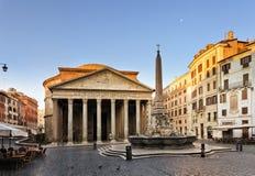 Subida del cuadrado del panteón de Roma Foto de archivo libre de regalías