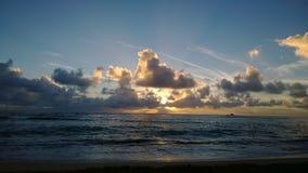 Subida del este del sol de la isla Imagenes de archivo