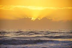 subida del sol de la playa imágenes de archivo libres de regalías