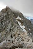 Subida final en el pico de Triglav Imagenes de archivo