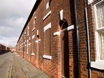 Subido encima de casas norteñas británicas Imagen de archivo
