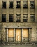 Subido encima de la entrada constructiva abandonada Fotografía de archivo libre de regalías