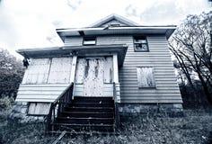 Subido para arriba, casa abandonada Foto de archivo