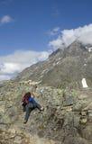 Subir la montaña Fotos de archivo