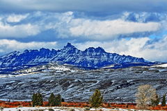 Sublettepiek in de Absaroka-Bergketen op Togwotee-Pas zoals die van Dubois Wyoming wordt gezien stock fotografie