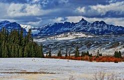 Sublettepiek in de Absaroka-Bergketen op Togwotee-Pas zoals die van Dubois Wyoming wordt gezien stock foto