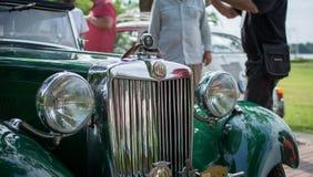 Subotica, Σερβία-Jun 05.2016: Τα βρετανικά MG στο ετήσιο παλαιό αυτοκίνητο χρονομέτρων παρουσιάζουν Στοκ Φωτογραφία
