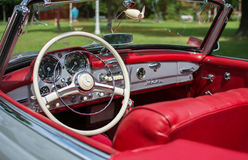 Subotica, Σερβία-Jun 05.2016: Mercedes SL από το 1964 στο ετήσιο παλαιό κοινό χρονομέτρων Στοκ Φωτογραφίες