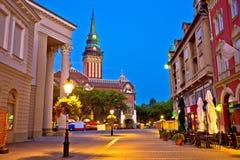 Suboticastadhuis en belangrijkst vierkant avondstandpunt stock afbeeldingen
