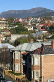 Subúrbio de Hobart com a vista para montar Wellington Fotografia de Stock Royalty Free