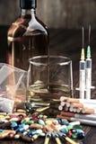 substâncias aditivas, incluindo o álcool, os cigarros e as drogas foto de stock royalty free