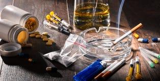substâncias aditivas, incluindo o álcool, os cigarros e as drogas imagem de stock royalty free