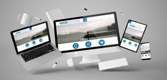 substance et dispositifs de bureau flottant avec le site Web de web design Images stock