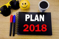 Subtítulo conceptual del texto de la escritura de la mano que muestra el plan 2018 Concepto del negocio para el plan de actuación Fotos de archivo