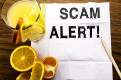 Subtítulo conceptual del texto que muestra la alarma de Scam Concepto para la advertencia del fraude escrita en el papel seda en  Fotos de archivo libres de regalías