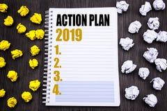 Subtítulo conceptual do texto da escrita da mão que mostra o plano de ação 2019 Conceito do negócio para a estratégia do sucesso  Fotografia de Stock