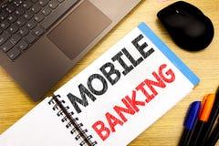 Subtítulo escrito à mão do texto que mostra a operação bancária móvel Escrita do conceito do negócio para o e-banco dos Internet  imagem de stock