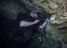 Subtelny ostrzeżenie - diabeł meliny Cavern Zdjęcia Royalty Free
