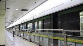 Subterráneo de Longshanguan en Shangai almacen de metraje de vídeo