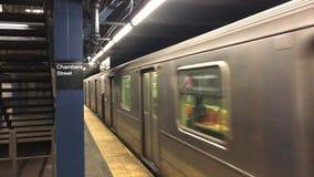 Subterráneo de New York City en la calle de las cámaras almacen de metraje de vídeo
