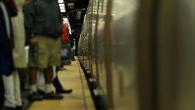 Subterráneo de NYC que llega almacen de metraje de vídeo