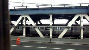 Subterráneo en paisajes urbanos de los E.E.U.U. del puente de Manhattan metrajes