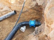 Subterrâneo de solda da tubulação do HDPE, abastecimento de água do portable da cidade Fotos de Stock
