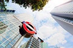 Subterrâneo assine dentro o distrito financeiro de Canary Wharf em Londres, Reino Unido Fotos de Stock