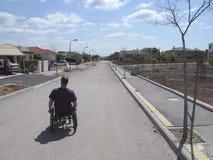 Suburbio del sillón de ruedas Fotos de archivo