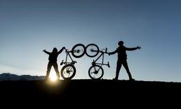 Succès de l'aventure de sommet et de vélo Photographie stock
